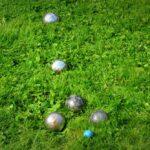 Zorg dat dit sportmateriaal klaarstaat in het tuinhok voor een spelletje in eigen tuin